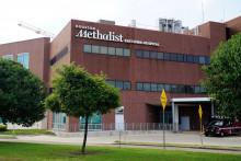 Cette photo prise le 22 juin 2021 montre l'hôpital méthodiste de Houston situé au Texas. Plus de 150 employés de l'hôpital ont été licenciés ou ont démissionné après avoir refusé de se faire vacciner contre le Covid-19.