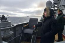 Vladimir Poutine regardant des exercices de la marine russe au large de la Crimée le 9 janvier 2020.