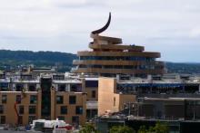 """L'hôtel du nouveau quartier St James à Édimbourg surnommé """"the Golden Turd"""" (""""la Crotte Dorée"""")"""