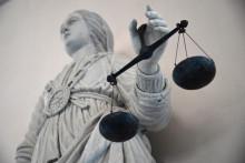 La déesse de la Justice en train d'équilibrer la balance. (Illustration)