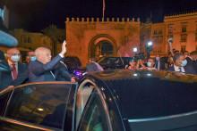 Le 26 juillet 2021, le président tunisien Kais Saied après avoir évincé le Premier ministre et ordonné la fermeture du parlement pendant 30 jours.