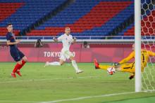 Daizen Maeda enfonce le clou lors de France - Japon (0-4) à Yokohama le 28 juillet 2021.