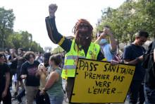Des manifestants contre le passe sanitaire le samedi 24 juillet 2021