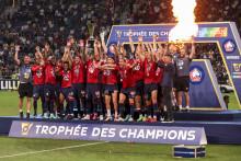 Les joueurs du Losc célèbrent leur premier Trophée des champions après la victoire face PSG le 1er août 2021