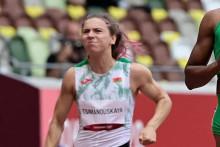 La Biélorusse Krystsina Tsimanouskaya concourant dans les séries éliminatoires du 100 m femmes lors des Jeux Olympiques de Tokyo 2020 au stade olympique de Tokyo le 30 juillet 2021.