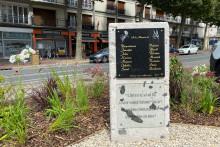 La stèle en hommage aux 14 victimes de l'incendie du Cuba Libre
