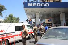 Des soldats libanais postés autour d'une station-essence