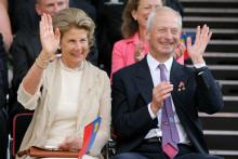Marie de Liechtenstein et le prince Hans-Adam II de Liechtenstein lors d'un défilé à Vaduz le 12 juillet 2006.