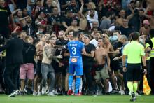 Des supporters niçois ont envahi la pelouse lors de Nice-Marseille le dimanche 22 août