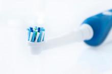 Une brosse à dents électrique rechargeable (photo d'illustration).