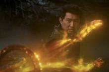 Shang-Chi en plein duel avec son père pour le contrôle des Dix Anneaux