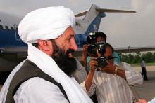 Le nouveau Premier ministre taliban Mohammad Hassan Akhund, ici le 25 août 1999, au Pakistan