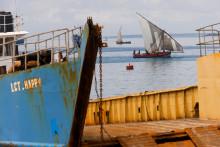 Une femme a péri et des dizaines de personnes étaient portées disparues mercredi dans le nord-est de l'Inde à la suite d'une collision deux ferries