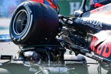 La Red Bull de Verstappen sur la Mercedes de Hamilton le 12 septembre 2021 à Monza