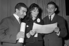 Jacques Dufilho, Juliette Gréco et Serge Gainsbourg  à la remise des Grands prix du disque 1959