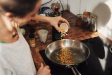 Une séance de cuisine (image d'illustration)