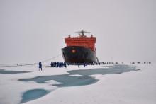 """Le brise-glace nucléaire russe """"50 ans de la Victoire"""" au pôle Nord, le 18 août 2021"""
