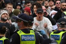 Un affrontement a eu lieu entre des manifestants anti-confinement et la police ce samedi à Melbourne
