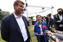 Yannick Jadot (à gauche) et Sandrine Rousseau (à droite), les deux candidats qualifiés pour le second tour de la primaire écologiste.