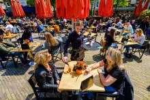 Une terrasse de café dans le centre de La Haye, le 28 mai 2021.