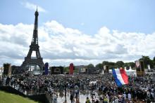 La foule au Trocadéro face à la Tour Eiffel le 8 août 2021