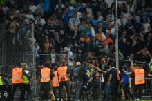 Les supporters marseillais ont envahi la pelouse du stade Raymond Kopa, à Angers le 22 septembre