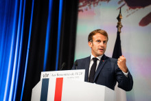 La côte de popularité de Macron progresse
