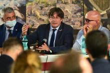 Carles Puigdemont, aux côtés de son avocat en Italie le 25 septembre