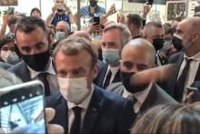 Emmanuel Macron visé par un jet d'œuf à Lyon le 27 septembre 2021
