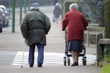 Aujourd'hui, on compte 530 000 personnes âgées en situation de mort sociale, c'est-à-dire sans ou quasiment sans contacts avec les différents cercles de sociabilité (cercle familial, amical, voisinage et réseaux associatifs).