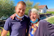 Photo de Jeanne, 94 ans, et son sauveur, Kélian, 27 ans