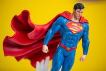 Une statue de Superman (illustration)