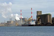 Un cargo entre dans le port de Dunkerque, dans le Nord (illustration)