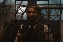 """Romain Duris dans la peau de Gustave Eiffel dans le film """"Eiffel"""""""
