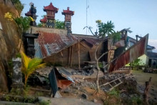 Le tremblement de terre survenu samedi 16 octobre à Bali a notamment détruit des habitations.