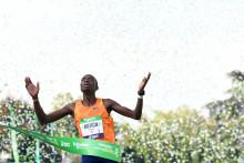 Le Kényan Elisha Rotich, vainqueur du marathon de Paris le 17 octobre 2021