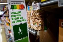Le Nutri-score dans un rayon de supermarché.