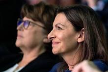 Anne Hidalgo (à droite) et la maire de Lille Martine Aubry lors du premier meeting de la candidate socialiste à la présidentielle, samedi 23 octobre