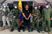 """""""Otoniel"""" avec l'armée colombienne après son arrestation"""