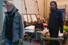 Le père Philippe (à gauche) poursuit sa grève de la faim pour protester contre la condition exilés à Calais