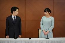 La princesse Mako du Japon et son mari Kei Komuro, à Tokyo le 26 octobre 2021.