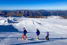 Des skieurs sur le glacier de la station des Deux-Alpes (Isère), le mercredi 27 octobre