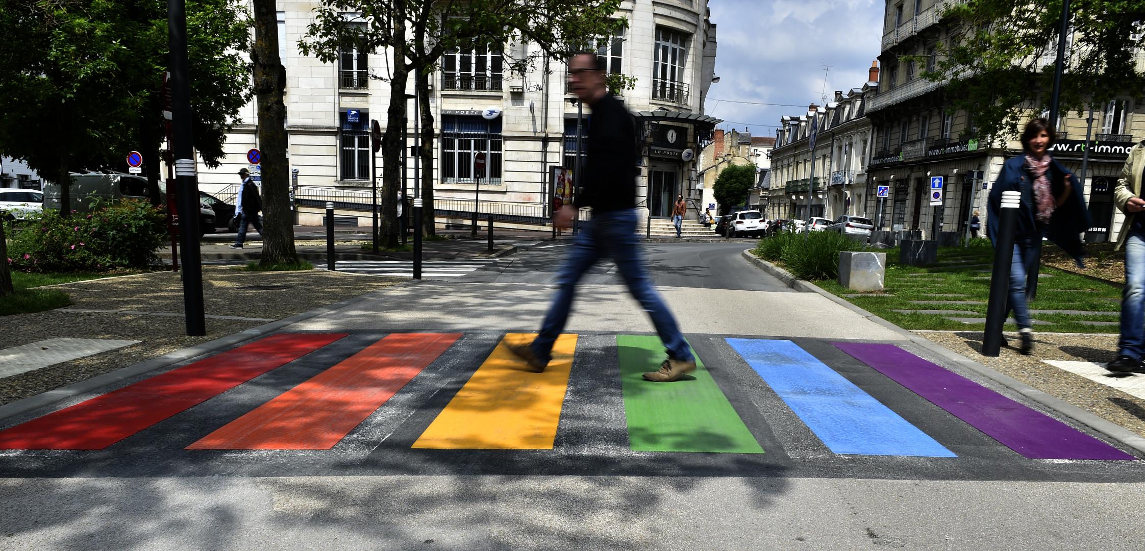 Le premier passage piéton permanent aux couleurs LGBT a été inauguré à Périgueux jeudi 17 mai