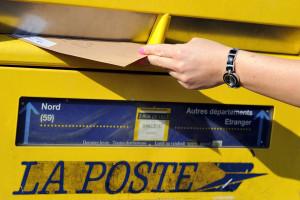 Une boîte aux lettre de La Poste (Illustration)