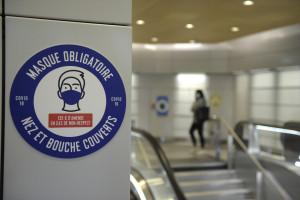 Le masque est obligatoire dans les transports en commun, et en entreprises.