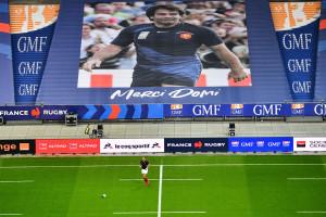 Les joueurs rendent hommage Christophe Dominici au Stade de France, le 28 novembre 2020, avant le match France-Italie de la Coupe d'automne des nations.