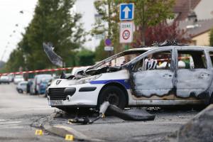 Deux voitures de police ont été incendiées à Viry-Châtillon