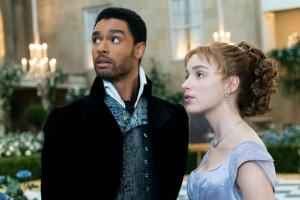 """Regé‑Jean Page et Phoebe Dynevor dans """"La Chronique des Bridgerton"""""""