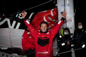 Yannick Bestaven, vainqueur du Vendée Globe, à son arrivée aux Sables-d'Olonnes le 28 janvier 2021