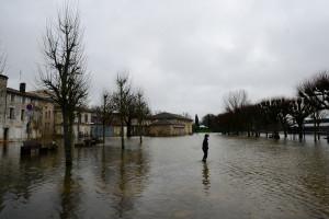 À Saintes, la Charente en crue suscite une vive inquiétude.